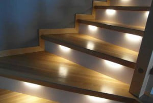 Oświetlenie schodów - moduł LED w frezie