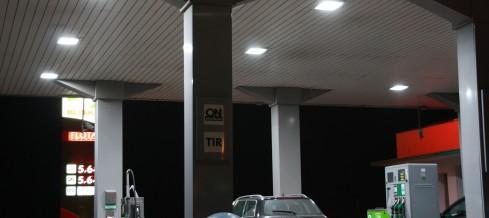 LAMPA LED NA STACJE BENZYNOWĄ – OŚWIETLENIE ENERGOOSZCZĘDNE